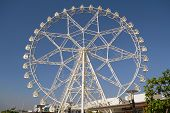 ferris-wheel-view-from-the-side