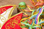 Karnevalsm�tze Mit Luftschlangen