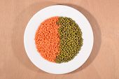 picture of mung beans  - Green mung beans and red raw lentil on a white plate - JPG