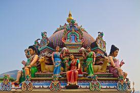 pic of hindu  - Hindu deity on the roof of the Sri Mariamman hindu temple in Singapore - JPG