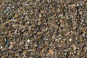 Um monte de belas pedras na praia