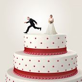 gromm try to escape jumping from the top cake