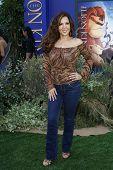 LOS ANGELES - 27 de AUG: Maria Canals Barrera en el estreno de Walt Disney Studios ' el Rey León 3D