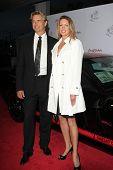 SANTA MONICA - OCT 4: John Schneider und Frau auf der 11th Annual Lili Claire Foundation nutzen bei t