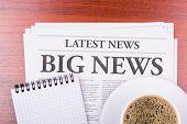 La gran noticia de periódico y café