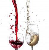 Vinho tinto e branco respingo isolado