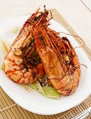 Jumbo prawns with lettuce on restaurant table