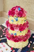 pic of sugar paste  - White and red cake with roses and butterflies - JPG