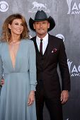 LAS VEGAS - APR 6:  Faith Hill, Tim McGraw at the 2014 Academy of Country Music Awards - Arrivals at