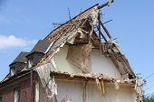 Semi-collapsed roof