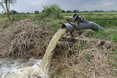 pic of por  - Water pumped into a rice field in central Thailand - JPG