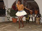 Unterhaltung der Masai traditionellen Tänze für Touristen