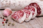 Salami Wurst und Knoblauch