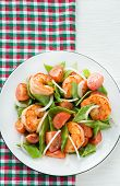 Snow peas and tomato salad with shrimps (prawns)