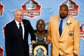 CANTON, OH-AUG 3: Former Dallas Cowboys player Larry Allen (R) poses with Jerry Jones and his bust a