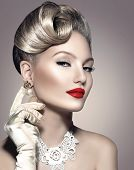 Beauty Retro Woman Portrait. Glamour Lady. Jewellery. Pearl Earrings. Vintage styled Girl with perfect make up and hairstyle. Luxury Accessories. Golden Jewelry
