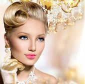 Retro Woman Portrait. Glamour Lady. Beauty Vintage styled Girl with perfect make up and hairstyle. Luxury interior