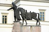 picture of duke  - Sculpture of Grand Duke Gediminas with Horse in Vilnius city - JPG