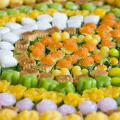 picture of thai food  - Thai sweets or Khanom Thai� have unique colorful appearance and distinct flavors. The art of Thai desserts have been passed down through the generations.