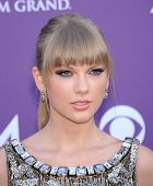 LAS VEGAS - APR 07:  Taylor Swift arrives to the Academy of Country Music Awards 2013  on April 07,