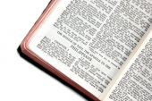 Bíblia aberta aos Filipenses