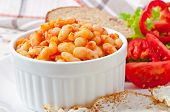 Baked beans in a mild tomato sauce