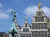 Antuérpia Grote Markt estátua