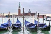 Постер, плакат: Gondolas With View Of San Giorgio Maggiore In Venice