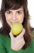 Menina comer uma maçã