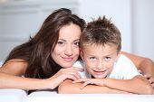 Mutter und Sohn Spaß zu Hause
