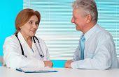 Tops médico e seu paciente