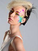 Постер, плакат: Женский портрет с макияж и прическа Мода девушка портрет
