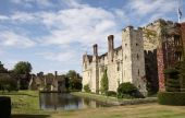pic of hever  - An English medieval castle in a garden setting - JPG