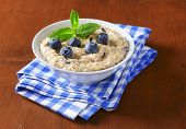 oatmeal breakfast with fresh blueberries