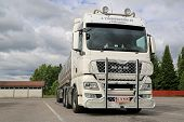 White Man TGX 26.540 Tank Truck With Bull Bar