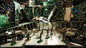 Cidade de peças de computador sob ataque de hackers por soldados de brinquedo