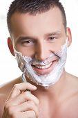 Hombre afeitado con sonrisa Sonrisa