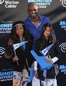 LOS ANGELES - JUN 17:  Wayne Brady & Kids arrives to the '