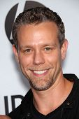 LOS ANGELES - AUG 16:  ADAM PASCAL arrives to the