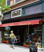 Mclean & Eakin Booksellers In Petoskey, Mi
