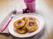canapes with red onion