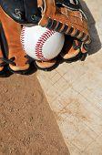 Baseball Saison-Handschuh, Ball und Home-plate
