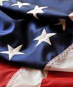 Colores de América - versión patriótica de estrellas y rayas con la primera bandera en vertical de la imagen.