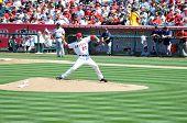 ANAHEIM, CA - 20 de julho: Jon Garland # 20 dos anjos de Los Angeles, lançando em um jogo contra o B
