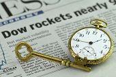 Dow fast 900 - Business Konzept Bild mit Zeitungsschlagzeilen (nicht identifizierbare Papier), Ske-Raketen