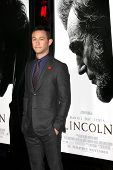LOS ANGELES - 8 de NOV: Joseph Gordon-Levitt chega na