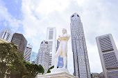 Sir Tomas Stamford Raffles Monument