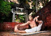 Yoga Akarna Dhanurasana