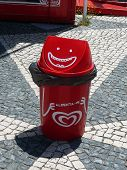 Happy Rubbish Bin