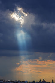 image of sun rays  - Cumulus clouds with sun rays  - JPG